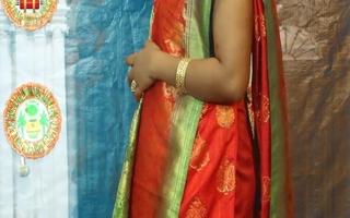 Indian Aunty Mou opens sari and half-shirt