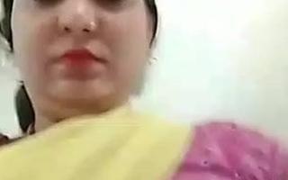 PATI SE DARTE HUE BHABHI APNE MAST BOOBS DIKHATI HUI HINDI
