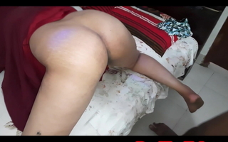Indian Muslim MILF in hijab cookhouse just about bed doggy creampie