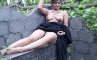Nisha, Nude Saree Model