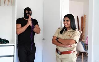 Mahila Police ne Panty chor ko pakadkar zabardast chudai ki