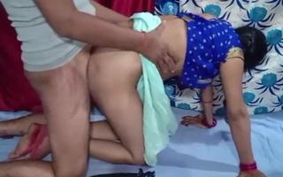 Desi Bhabhi Amma ki saree utar kar zabardast gaand chodi