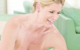 Mature India Summer receives cum in mouth after banging