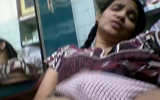 Tamil married girl shows herself to bank employee 3