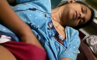 Tamil married girl shows herself to bank employee 4