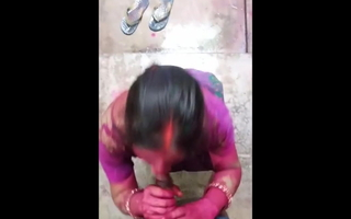 Holi Ki Subeh Bhabhi se Apna Kala Mota Lund Chuswaya