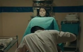 Doctor ne chap-fallen lassie ko sanitarium me hi choda