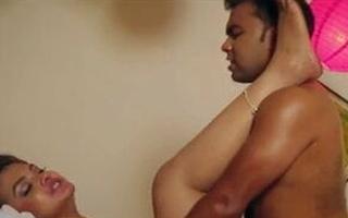 Dost ki bhabhi ko massage ke bahane choda