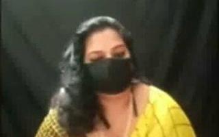 Desi Tamil bhabhi Pavitra has xxx sex outdoors