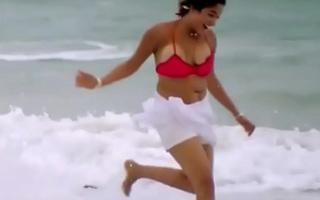 Kiran rathod bouncing boob slip from bikini