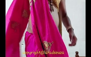 Indian crossdresser Lara D'Souza sexy integument anent saree