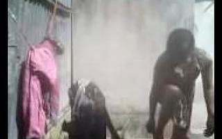 Bhabhi Dress Changing after bath outdoor Hiddencam capture