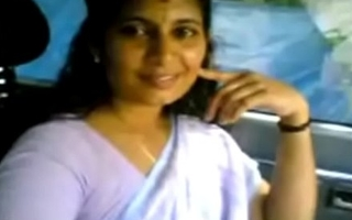 VID-20070525-PV0001-Kerala Kadakavur (IK) Malayalam 38 yrs old married housewife aunty showing her boobs to her illegal lover in car sex pornography video