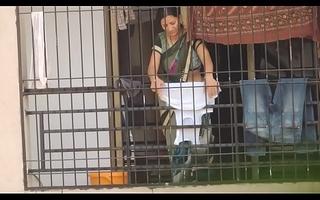 real desi aunty bhabhi saree hip boob hawt show