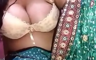 Horny desi bhabhi showing boobs on live less Unfledged saree with Clear audio n moaning