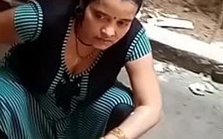 Biharan bhabhi k chuche - hot bath
